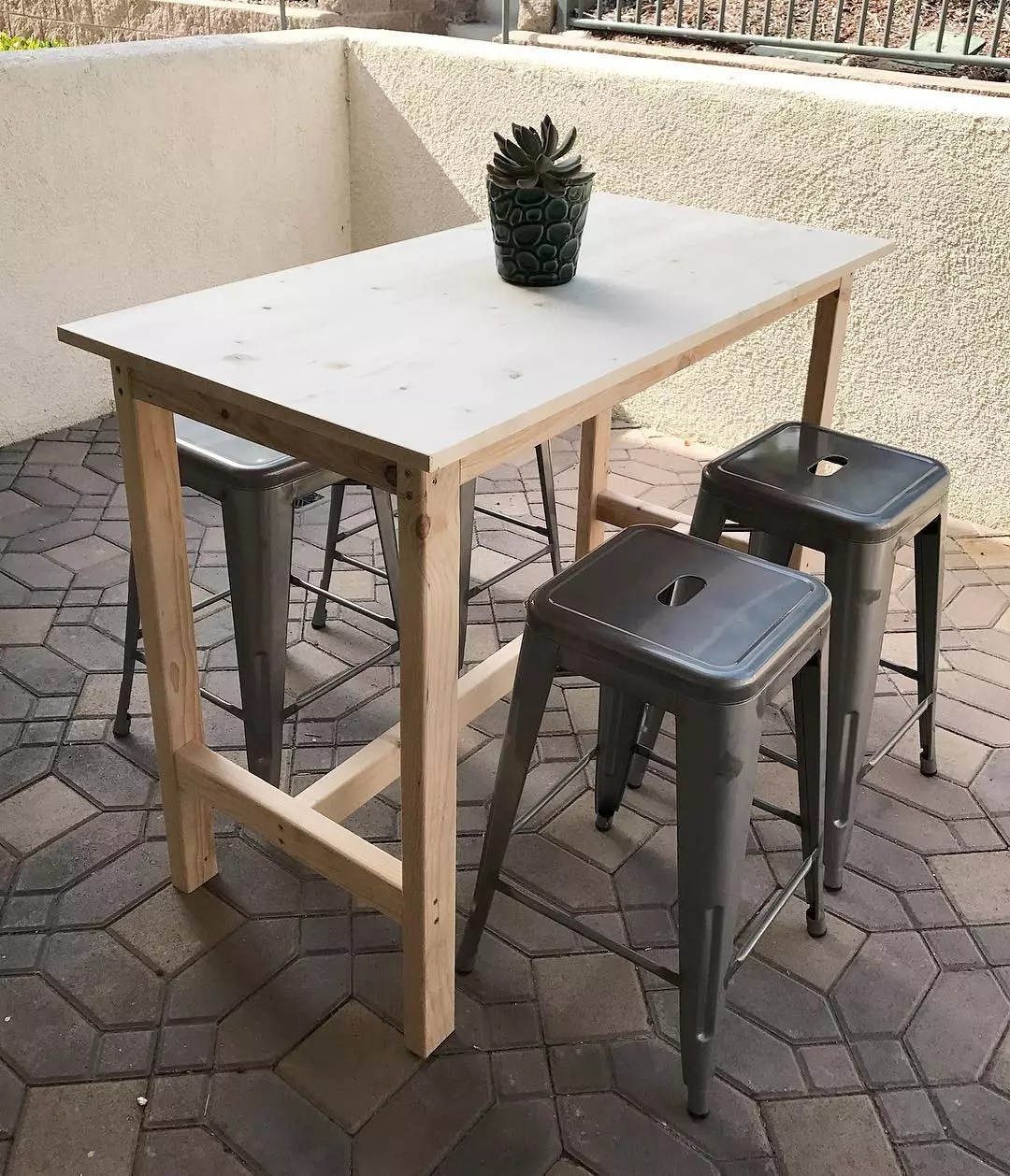 tall bar table with bar height stools for the patio photo by Instagram user @siandsi_woodshop