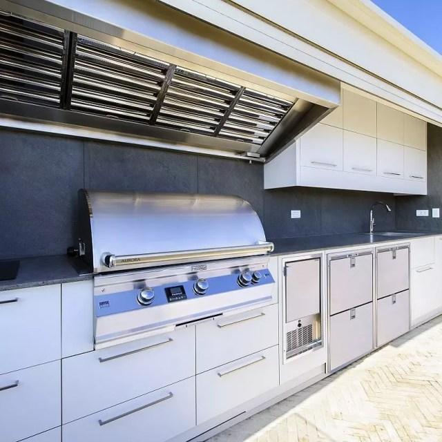outdoor kitcen with grill and hood with overhead cabinets installed photo by Instagram user @ram_ingber_outdoor_kitchens