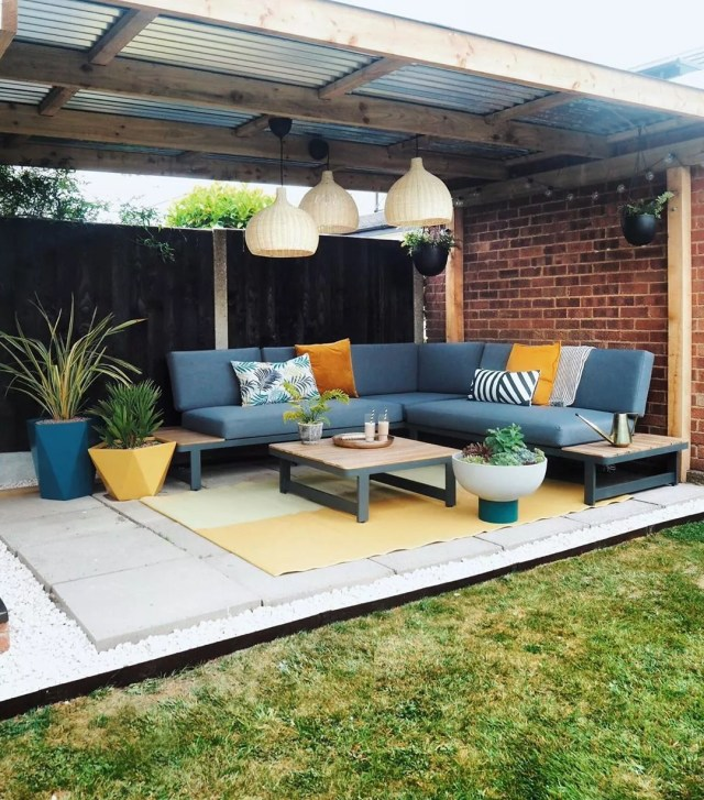 outdoor patio space with a long sectional bench seating set up with table photo by Instagram user @apogee_interiors