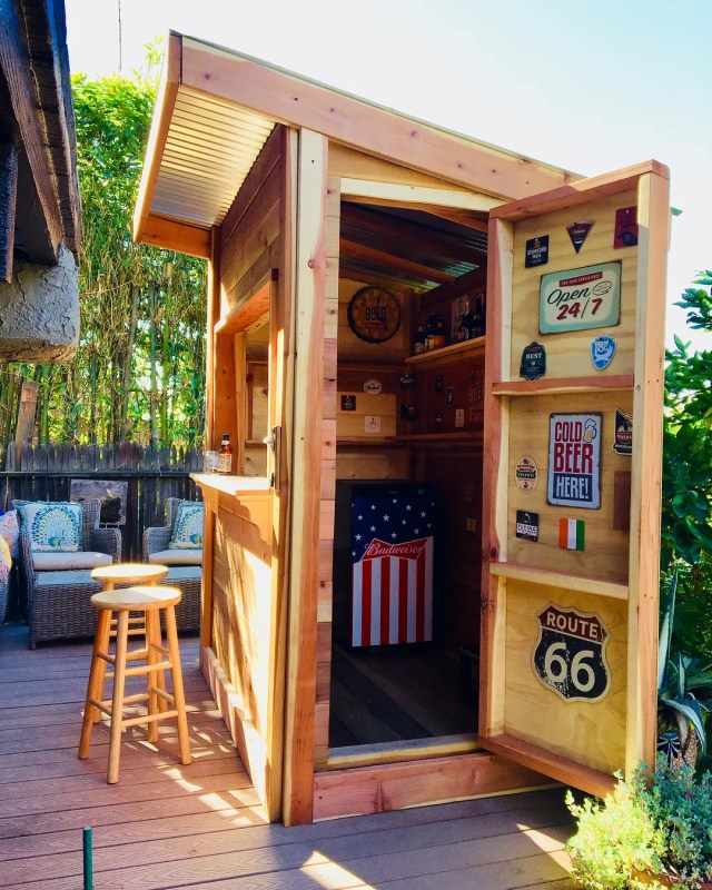 small backyard bar that looks like a shack photo by Instagram user @eaglerockbackyardfarms