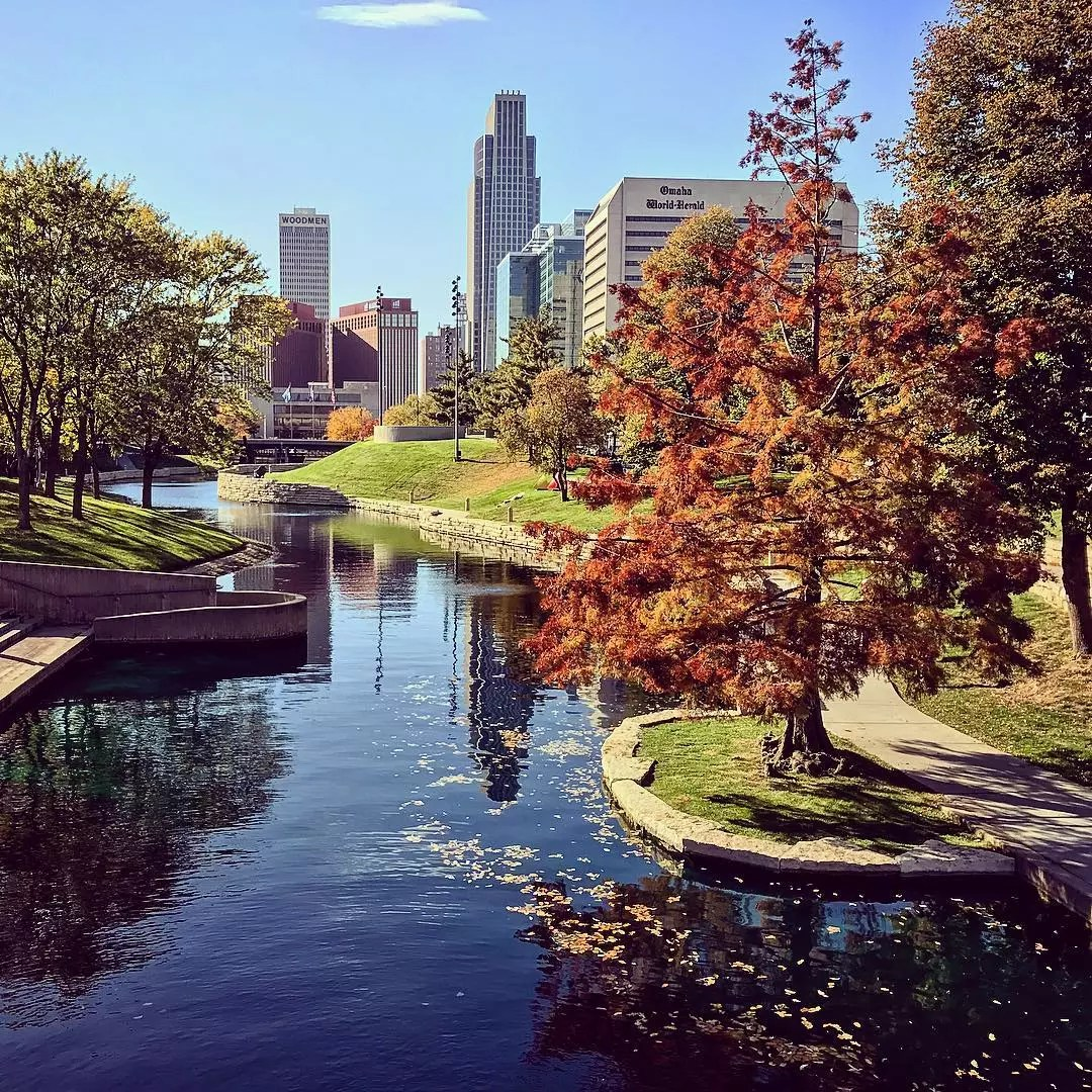gene leahy mall in fall with water and omaha skyline photo by Instagram user @visitomaha
