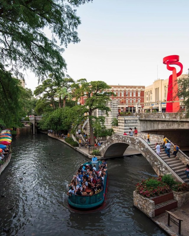 riverwalk cruise in San Antonio passing under a bridge photo by Instagram user @goriocruises