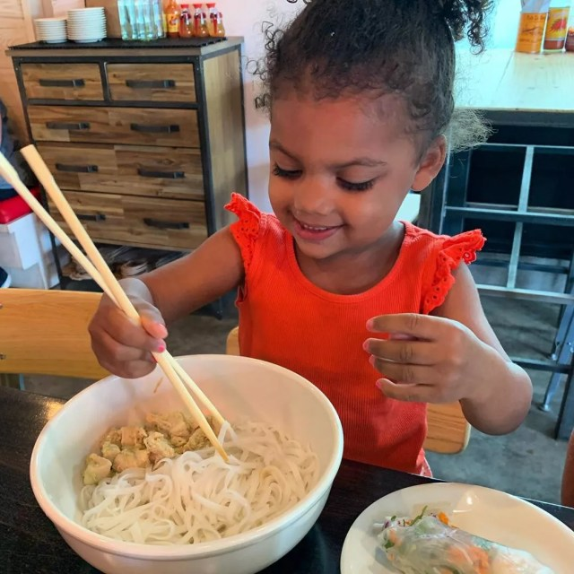 Young Girl Trying to Use Chopsticks. Photo by Instagram user @bonbanhmi