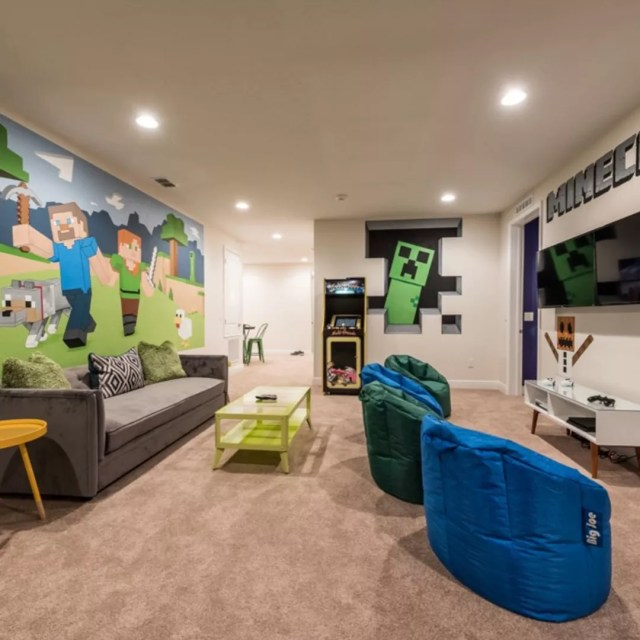 Minecraft-themed room with bean bag chairs. Photo by Instagram user @moanassecretgetaway