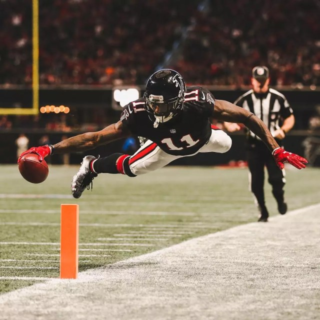 Julio Jones jumps for touch down. Photo by NFL photographer Logan Bowles and posted by Instagram user @atlantafalcons