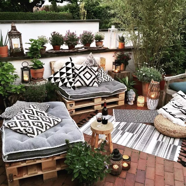 Wooden pallet benches with grey cushions. Photo by Instagram user @nataschajanina