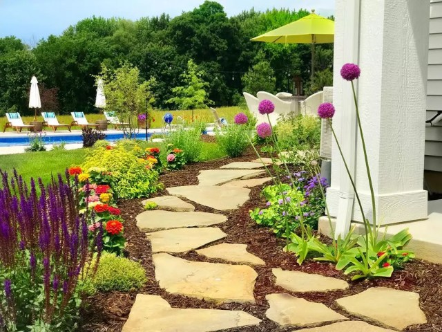 24 Cheap Backyard Makeover Ideas You'll Love | Extra Space ... on Cheap Back Garden Ideas id=83459