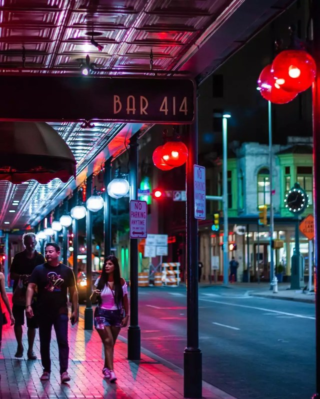 People walking down the street in front of Bar 414 in San Antonio, TX. Photo by Instagram user @gillyaguilar