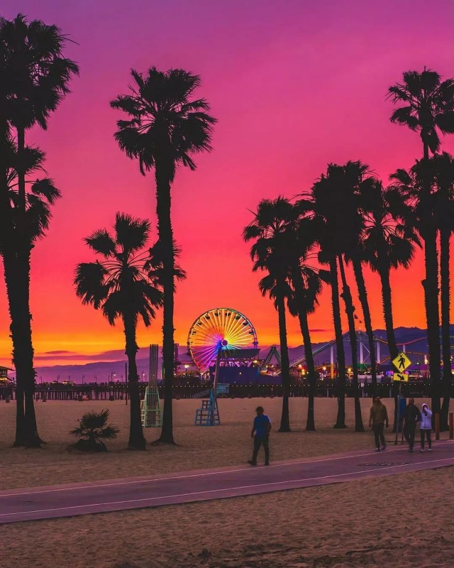 Sunset view of Santa Monica pier. Photo by Instagram user @dest0n