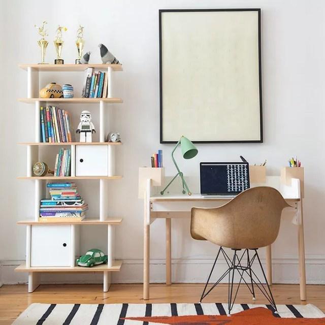 Kids desk with bookshelf. Photo by Instagram user @diddletinkers