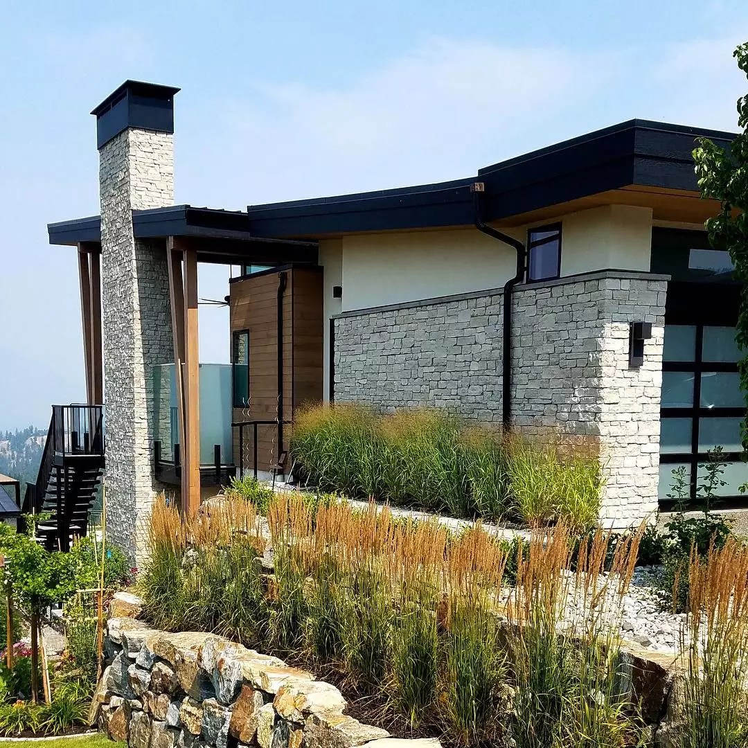 Nature stone siding on house exterior. Photo by Instagram user @buechelstone