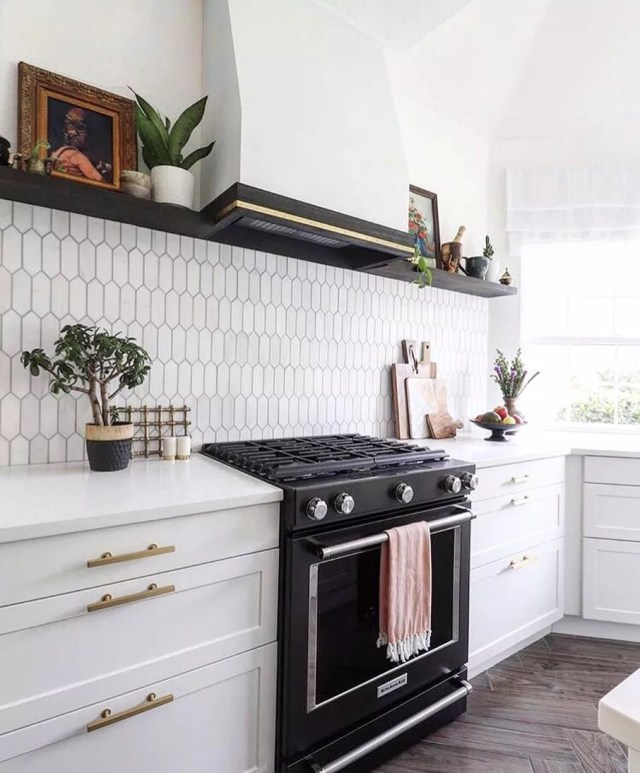 Dark oven-stovetop in white kitchen. Photo by Instagram user @atlanticappliance