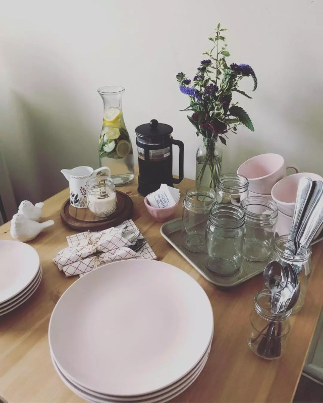 Minimalist party supplies. Photo by Instagram user @samanthasambile
