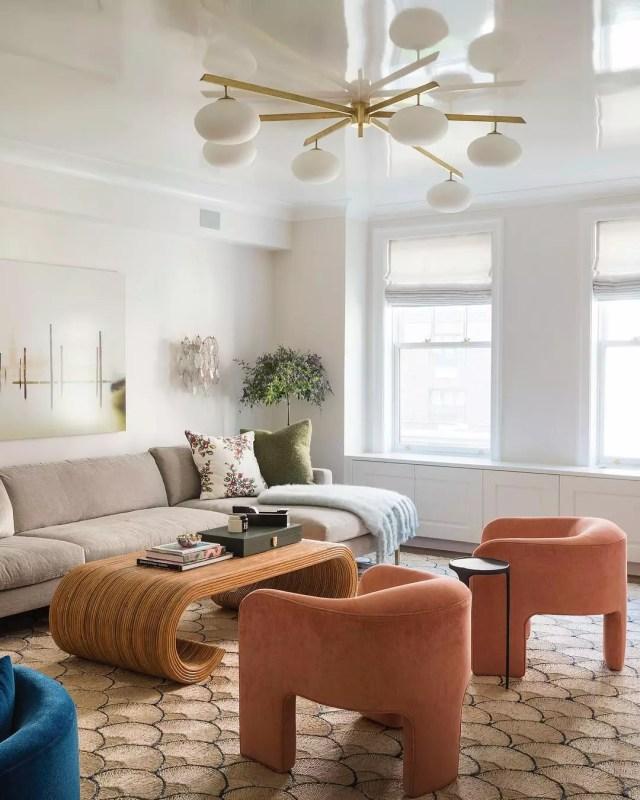 Interior of Park Avenue apartment living room. Photo by Instagram user @studio_db