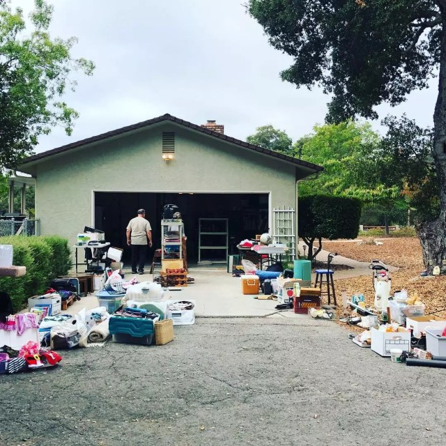 Garage sale. Photo by Instagram user @purgeslo