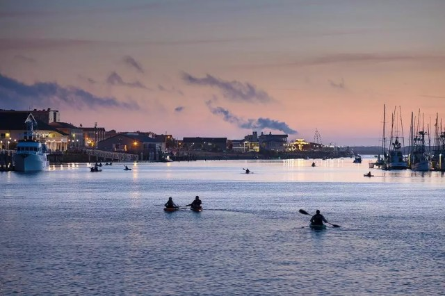 People kayaking at dusk in Humboldt Bay in Eureka, CA. Photo by Instagram user @todoroffgary