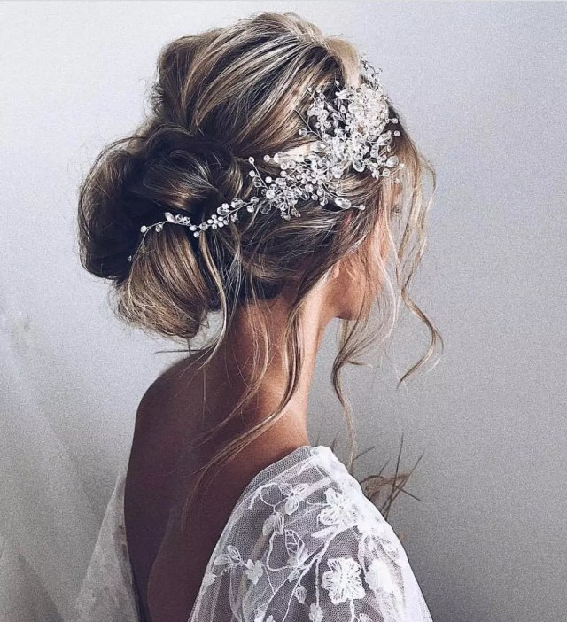 Bride Fulled Dressed and with Well-Manicured Hair. Photo by Instagram user @brideandtonic