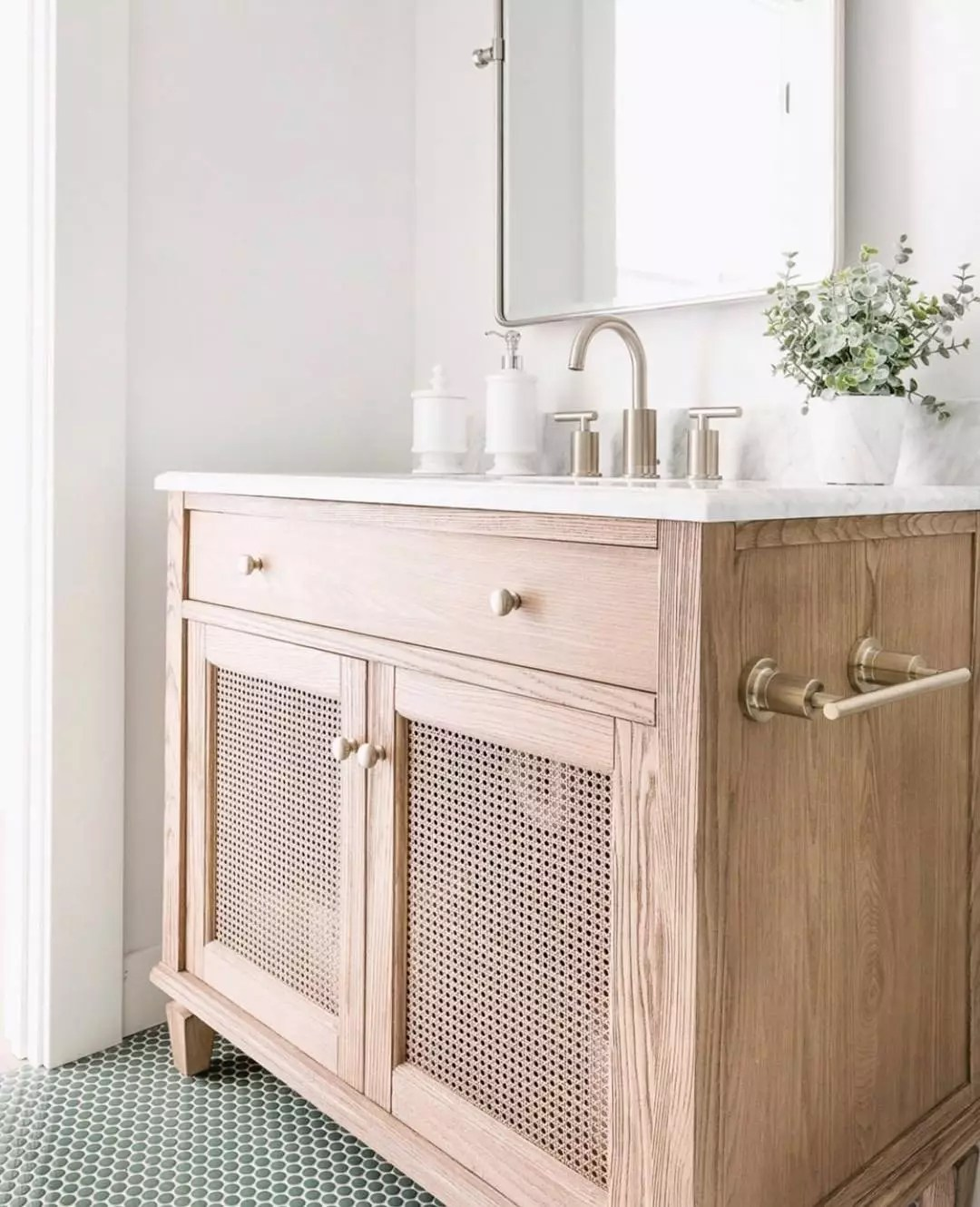 Sustainable bathroom vanity. Photo by Instagram user @sustainable9