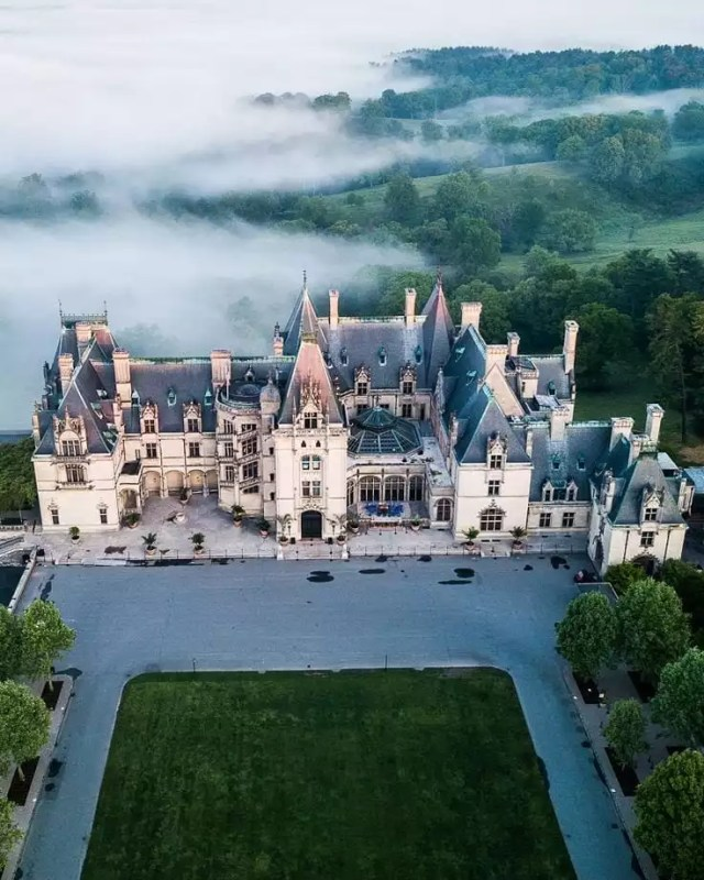 Aerial view of the all-white Biltmore Estate in Asheville, NC. Photo by Instagram user @aidennyc