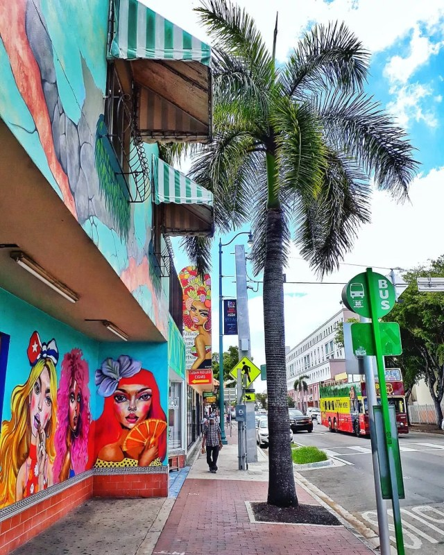 Mural of three colorful women in Little Havana in Miami, FL. Photo by Instagram user @meandthreechairs