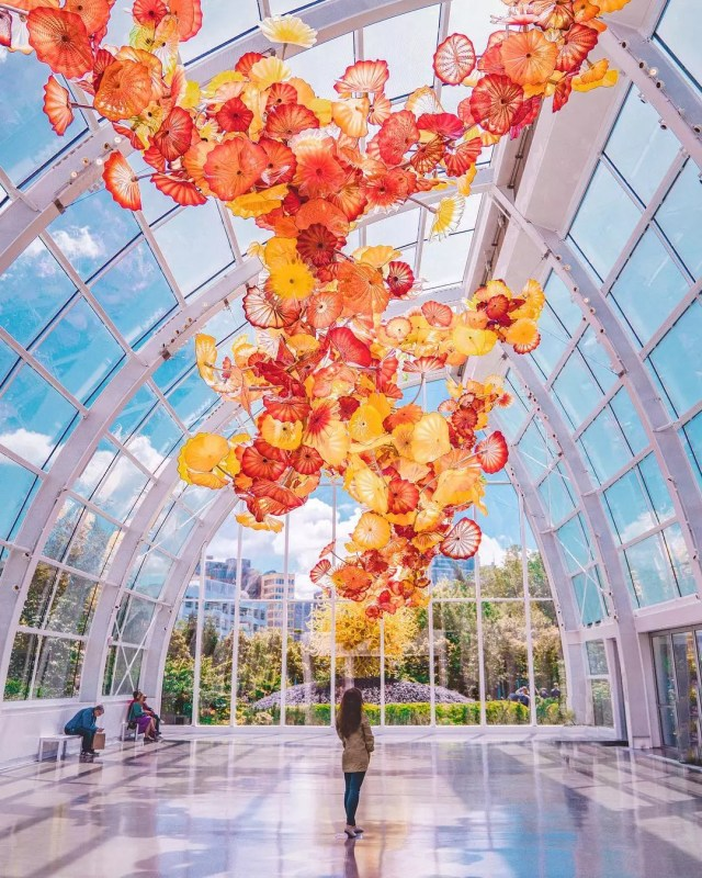 Red and yellow glass flowers at the Chihuly Garden in Seattle. Photo by Instagram user @nastasiaspassport