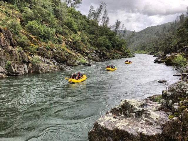Group of people river rafting down the South Fork American River. Photo by Instagram use @oarsamericanriveroutpost
