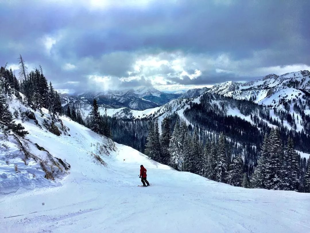 Person skiing down the mountain at Brighton Ski Resort in Salt Lake City. Photo by Instagram user @mindfulnesspics