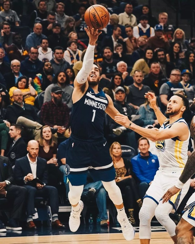 Timberwolves basketball team shooting a layup- Photo by Instagram user @timberwolves
