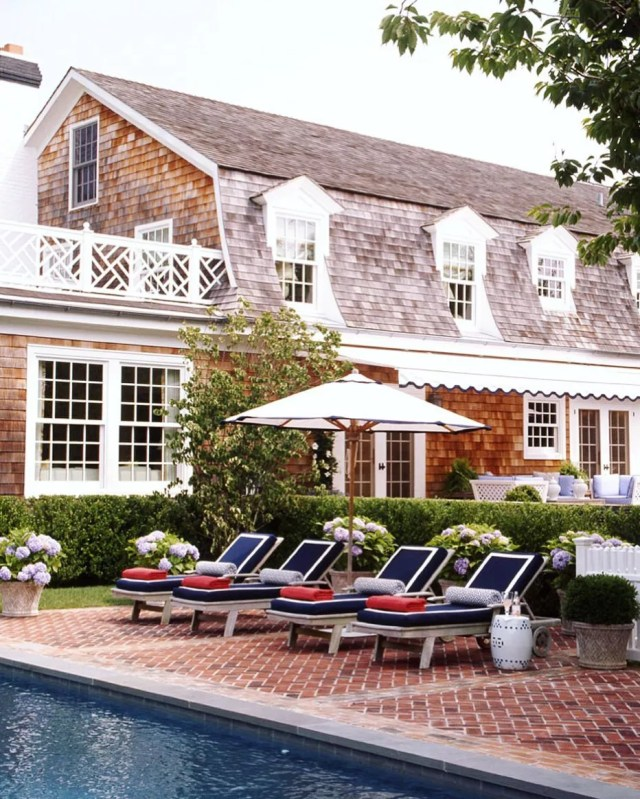 Cottage with pool in Hamptons, NY. Photo by Instagram user @somethingtostyleover
