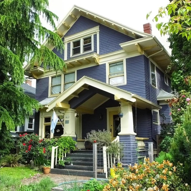 Navy house with yellow trim in Hosford, Portland. Photo by Instagram user @moneybee