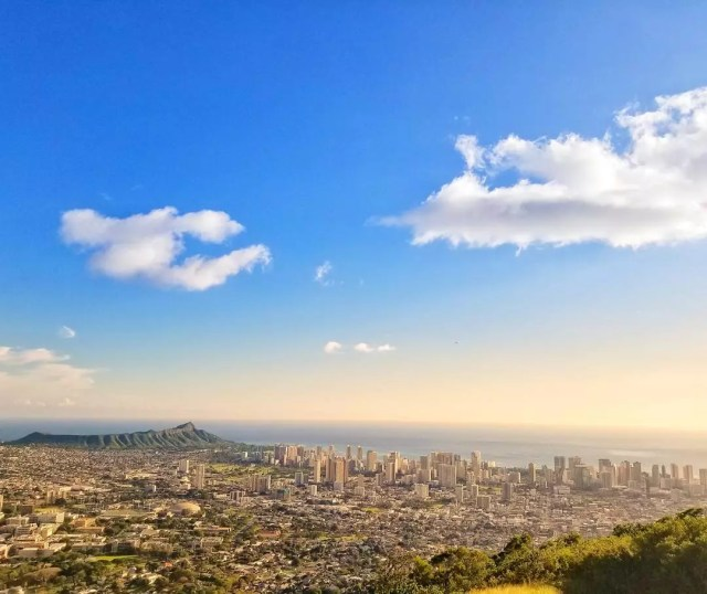 Aerial view of Honolulu at sunset. Photo by Instagram user @churavis