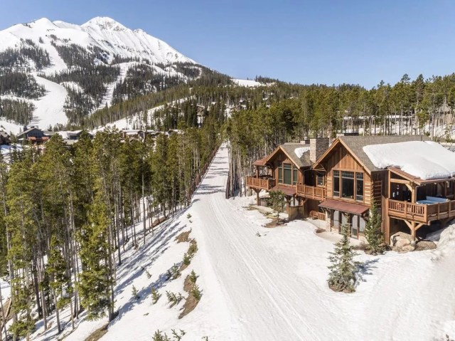 Mountain lodge in snow in Big Sky, MT. Photo by Instagram user @naturalretreats
