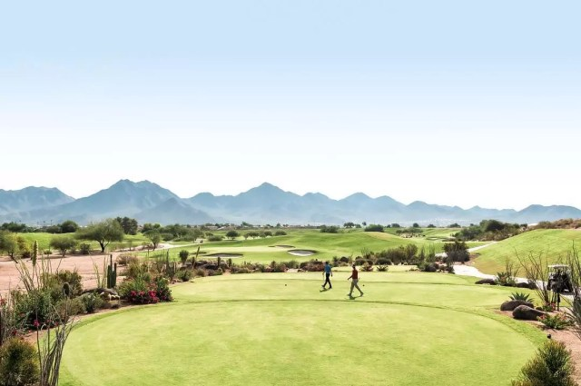 Golf course with mountains in the horizon in Scottsdale, AZ. Photo by Instagram user @scottsdaleariz