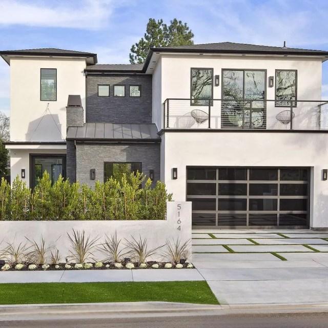 Modern house in Encino, Los Angeles, CA. Photo by Instagram user @stephmgilmore
