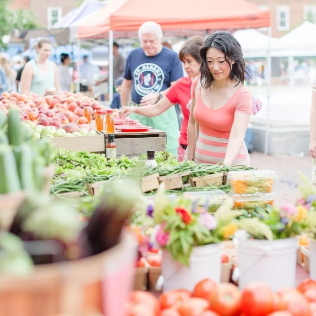 Woman looking at food at the Old Town Farmers Market. Photo by Instagram user @annagracephoto