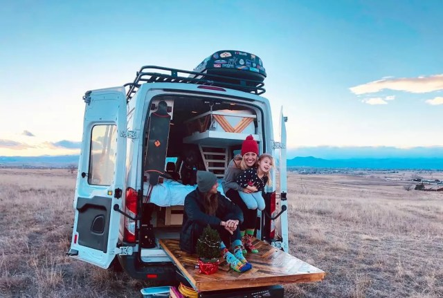 17 Van Design & Decoration Ideas for Living on the Road | Extra