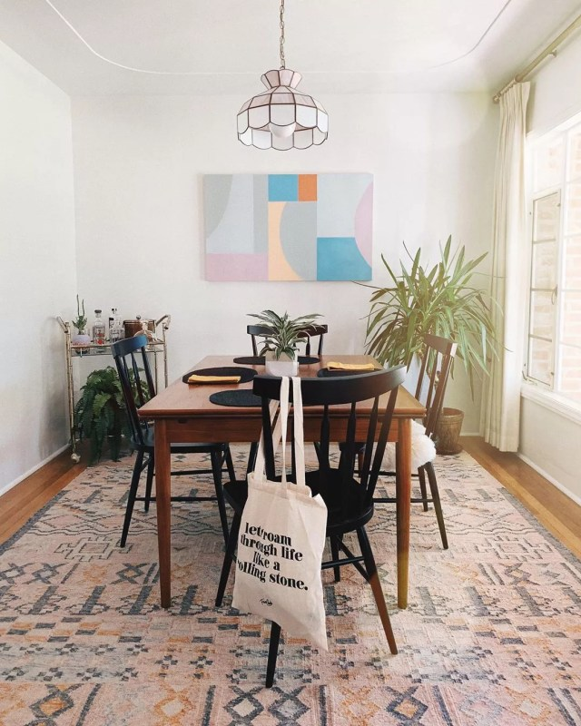 Dining room with vintage Tiffany lamp. Photo by Instagram user @clothesandpizza
