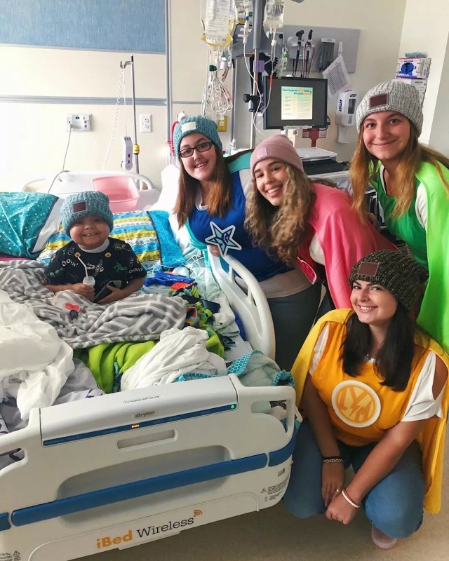 Girls visiting little boy in hospital. Photo by Instagram user @loveyourmelon