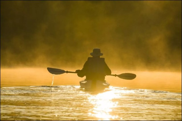 Guy kayaking during sunset. Photo by Instagram user @lewiskemper