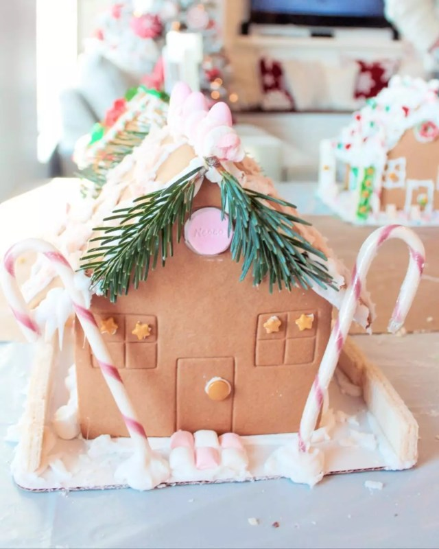 Candy gingerbread houses. Photo by Instagram user @megan.the.vegan.mom