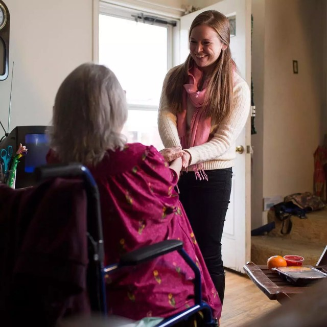 Young woman shaking older woman's hand. Photo by Instagram user @mealsonwheelsamerica