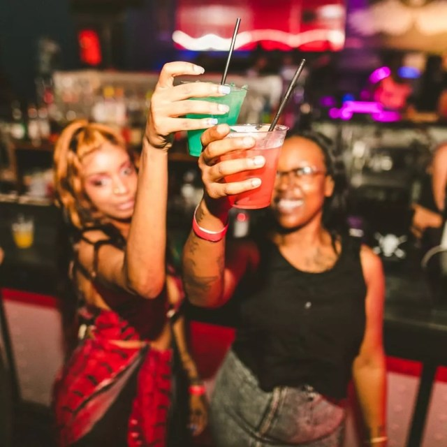 Two girls cheersing drinks at bar. Photo by Instagram user @powerplantlive