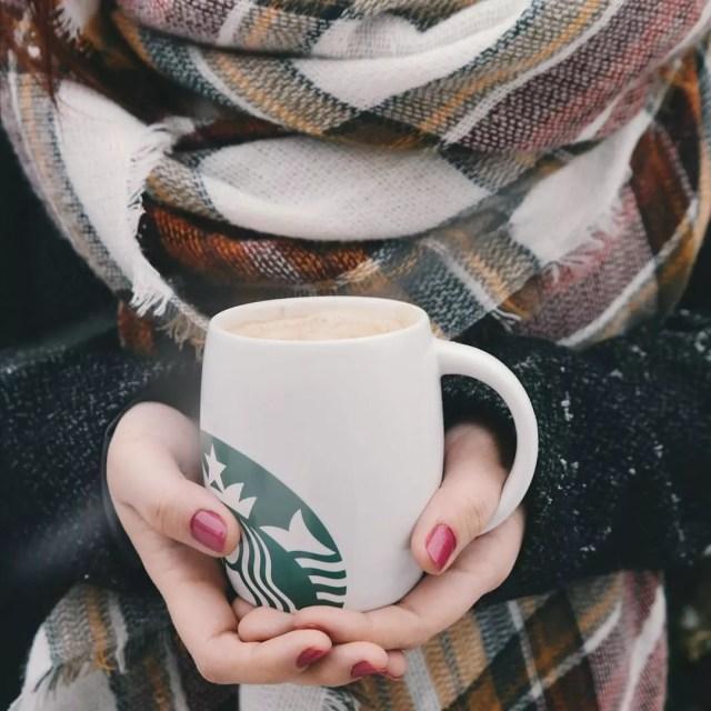 Girl holding a Starbucks mug. Photo by Instagram user @addorbad