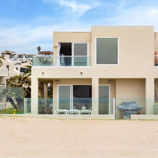 Beachfront home in Playa del Rey, Los Angeles, CA. Photo by Instagram user @wp.realestate