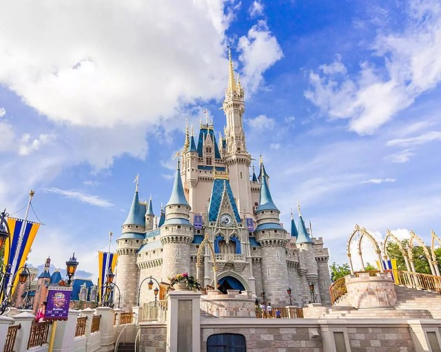 Cinderella's castle on a sunny day at Disney World. Photo by Instagram user @breakfastlunchdisney