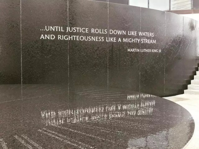 Water fountain by Civil Rights Memorial. Photo by Instagram user @sterlphoto
