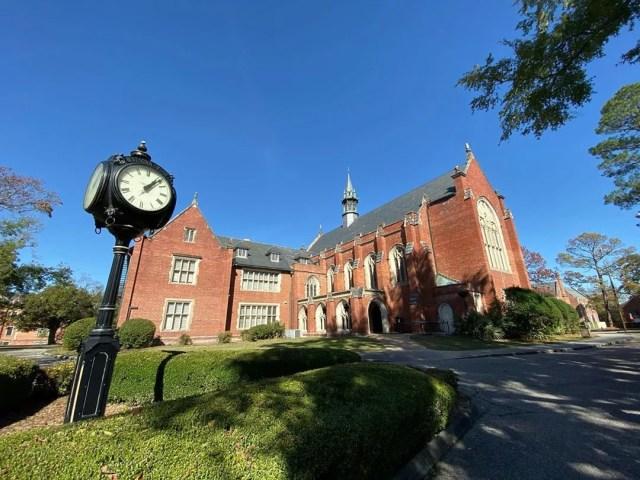 Red brick building on Huntingdon College campus. Photo by Instagram user @coachjim1024