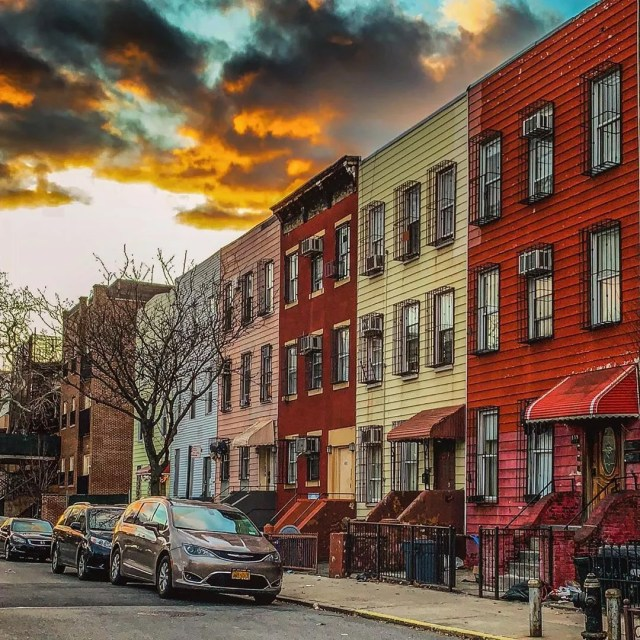 Line of homes in Williamsburg, Brooklyn, NY. Photo by Instagram user @rifky_jacobowitz
