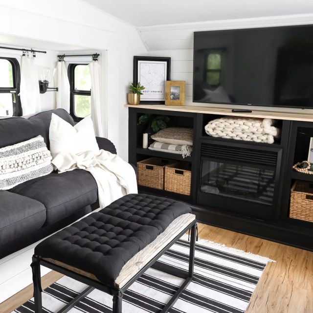 RV with updated seating and lounge area photo by Instagram user @plumprettydecoranddesign