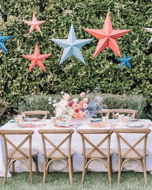 Outdoor Table Set up for a Fourth of July Party. Photo by Instagram user @deetsandthings